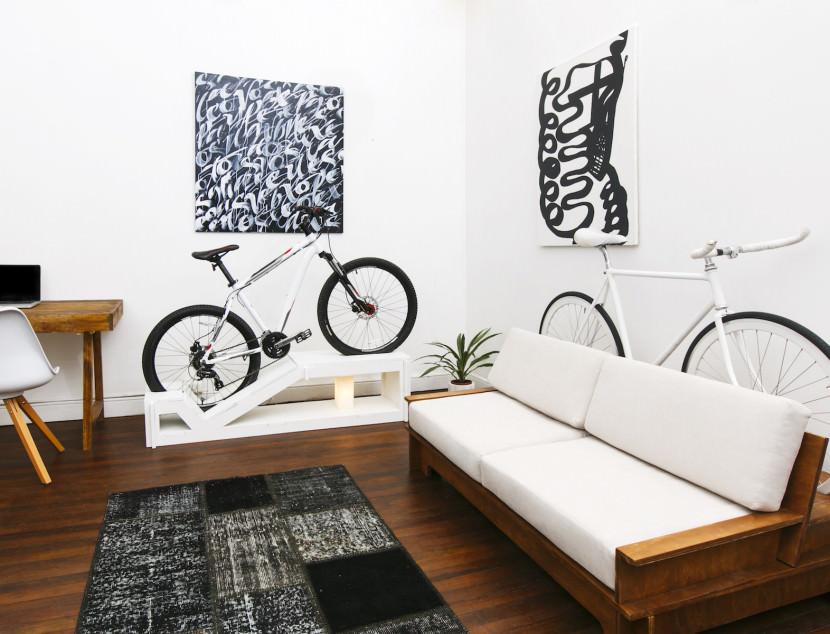 ahora vende una completa lnea de muebles para los amantes del ciclismo urbano desde pequeas mesas a escritorios banquetas o sofs en los que las
